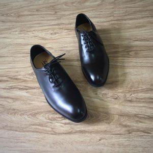 Cách chọn giày nam big size tiết lộ tính cách đàn ông 1 - Giày Bền