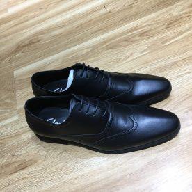 Giày da ngoại cỡ với hoạ tiết