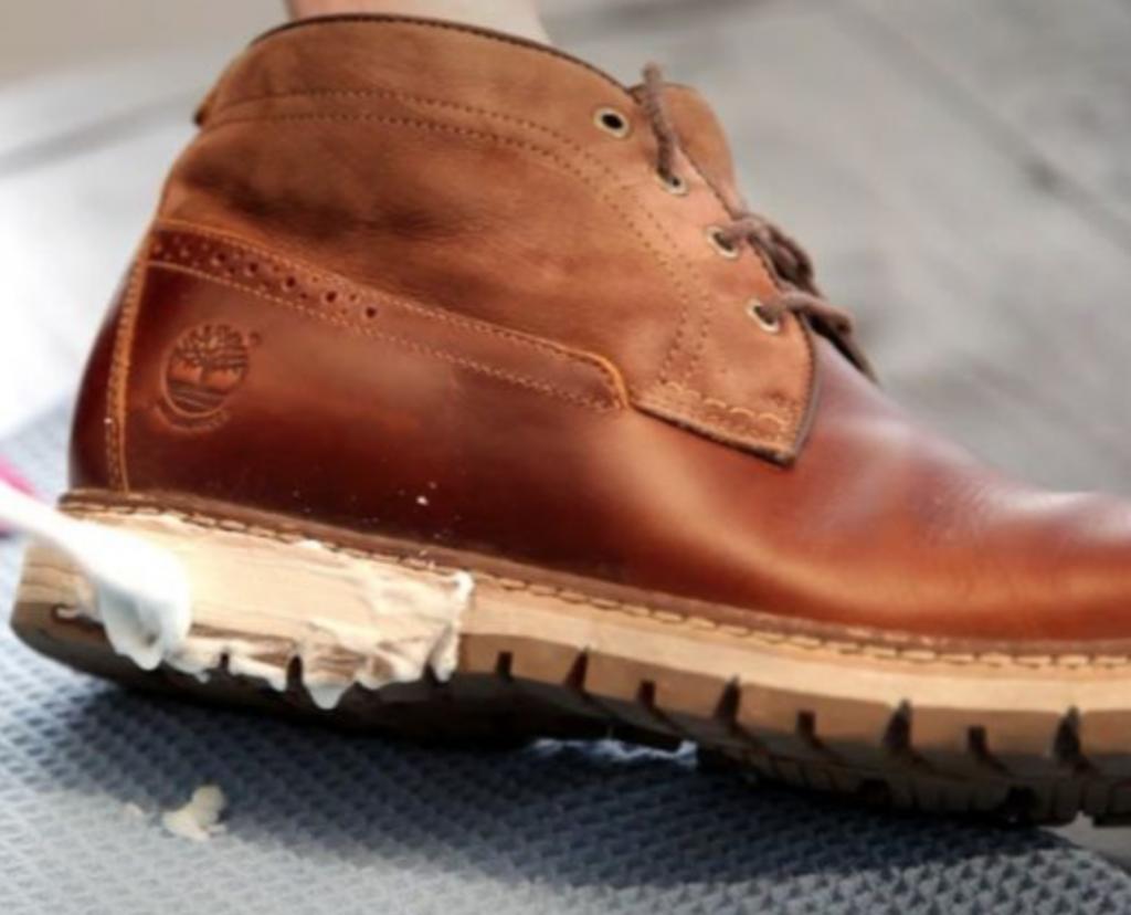 cách làm sạch giày da ngoại cỡ